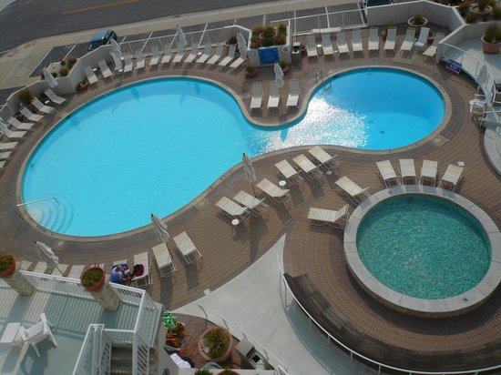 Port Royal Hotel: Pools from poolside room