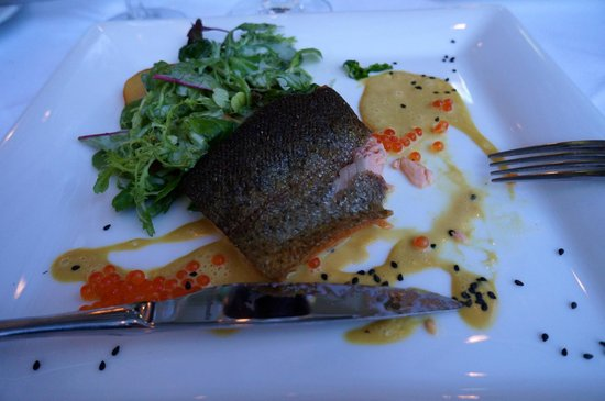 Hotel Ambassador: Delicious Main Course of Salmon