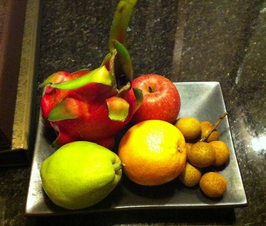 Mandarin Oriental, Singapore: Fruit plate compliments of hotel for hosting a small event on 16 June