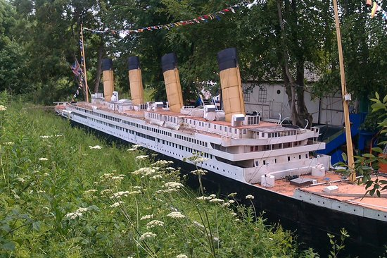 ShipSpace : Huge model boats