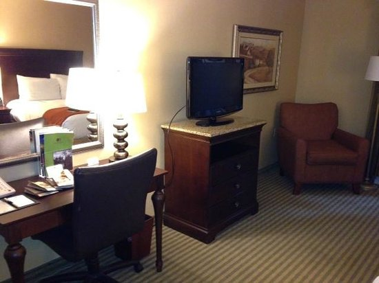 DoubleTree Resort by Hilton Hotel Lancaster: Work area/TV