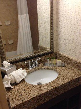 DoubleTree Resort by Hilton Hotel Lancaster: Bathroom sink