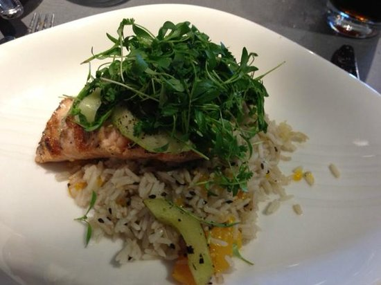 The Hershey Grill at the Hershey Lodge: Salmon