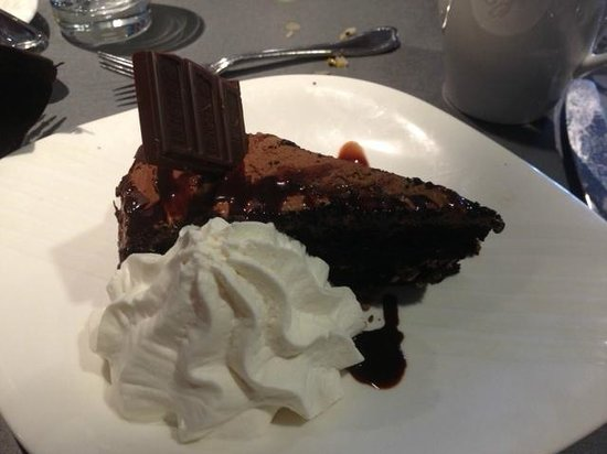 The Hershey Grill at the Hershey Lodge: Ultimate chocolate cake