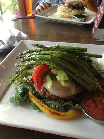 Grind Burger Bar & Lounge: No Bun Add Veggies and Asparagus