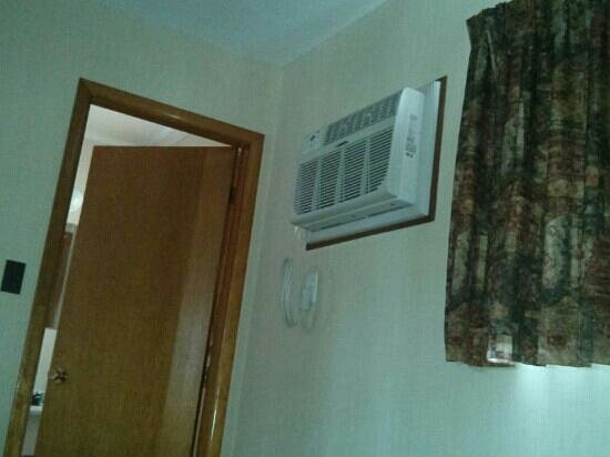 Acadian Motel: Air conditionner is awesome!