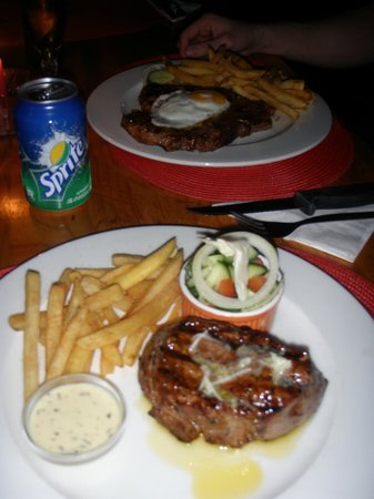 Joplins Pub and Steak Grill: Fillet and the T-Bone