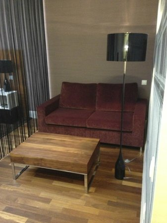 City Park Hotel & Residence: Sofa area in the room