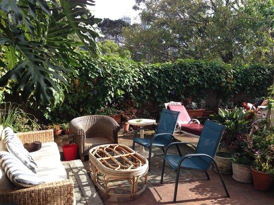 Kanga House Backpackers : The backyard