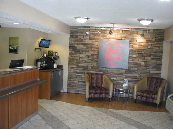 Red Roof Inn Utica: Reception Area, Red Roof Inn, Utica, NY.