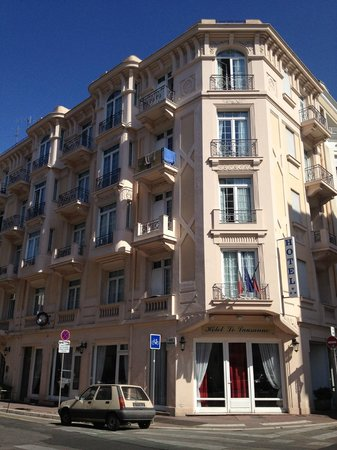 Hotel le Lausanne: Hotel from Rue Berlioz