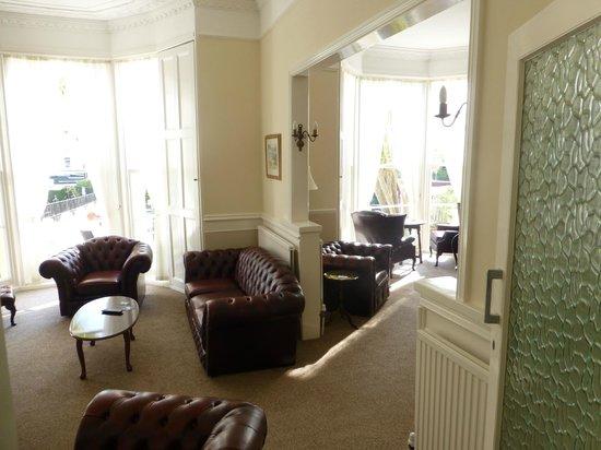 The Devon Court Hotel: Lounge