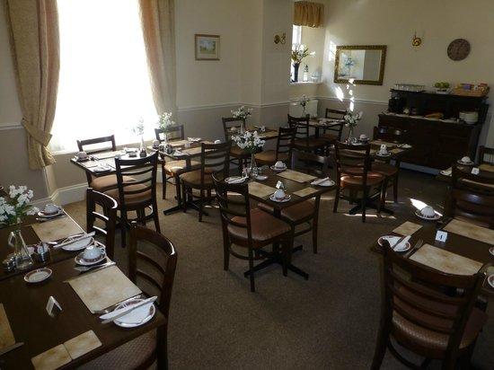 The Devon Court Hotel: Dining room