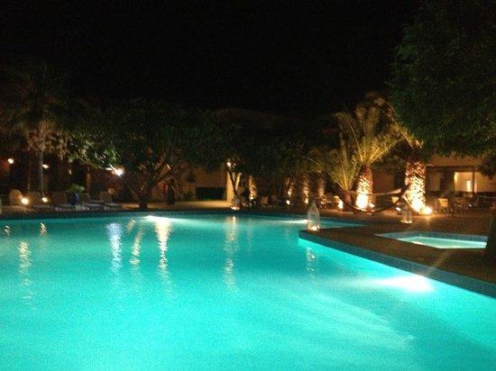 Elounda Palm Hotel : piscine de l'hôtel la nuit