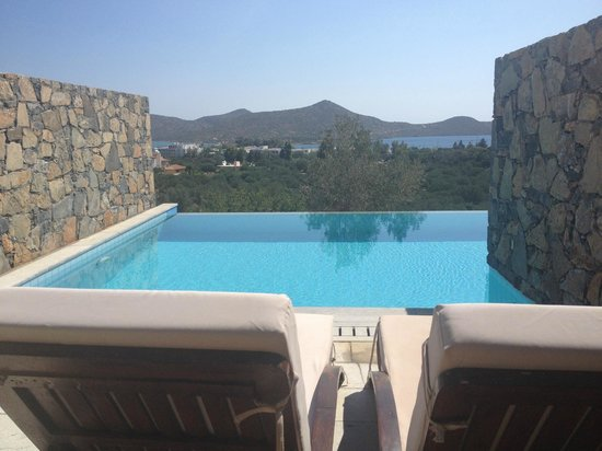 Suite junior avec piscine semi priv e picture of elounda for Hotel barcares avec piscine