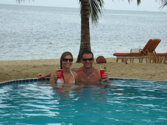 Jaguar Reef Lodge & Spa: Us in the swim up pool bar