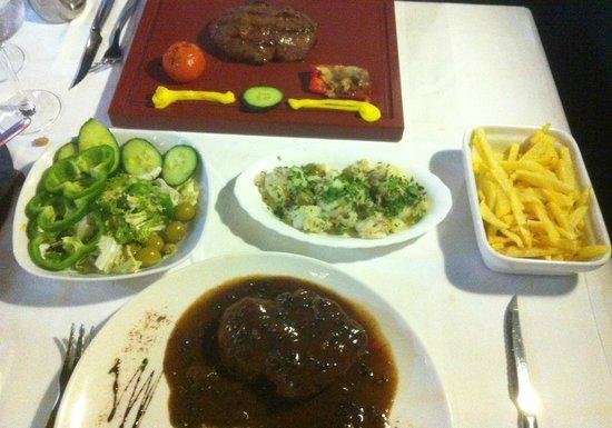 Grill El Asador: Salads & handcut fries with steak in pepper sauce