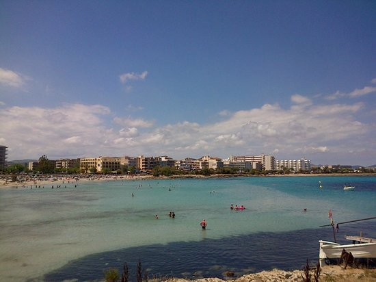 Restaurante Es Mollet De S'illot: View from the restaurant of the sea