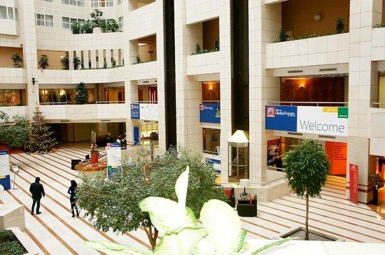 Hilton Prague: Hotel lobby....
