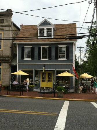 Lemon Leaf Cafe : View from the street
