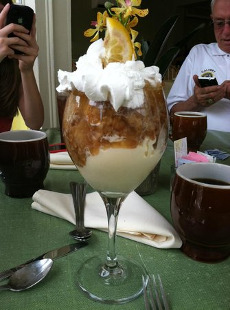 Lemon Leaf Cafe: apple pie with ice cream