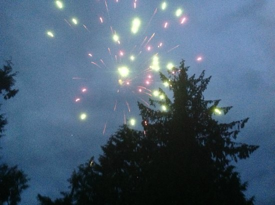 Mineral Lake Lodge: Fireworks over Mineral Lake