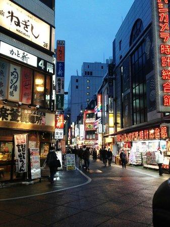 Hotel Sunroute Plaza Shinjuku: Lojas e restaurantes perto do hotel