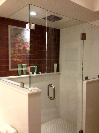 City Loft Hotel: Rain shower