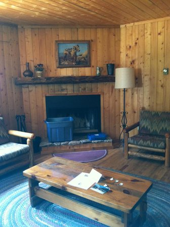 Harmel's Ranch Resort: living room