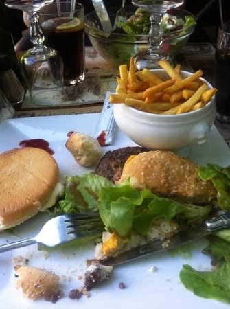 Vieux Cafe d'Aniathazze : Nasty burger - do not eat at this place