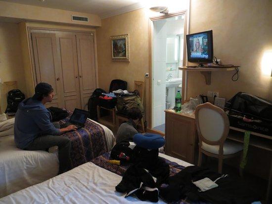 Hotel Du Midi Paris Montparnasse: Quad, room 22, faces street