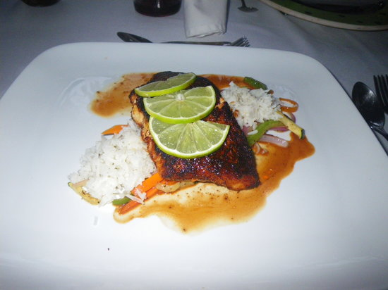 The Bonefish Grille at the Singing Sands Inn: Blackened Fish