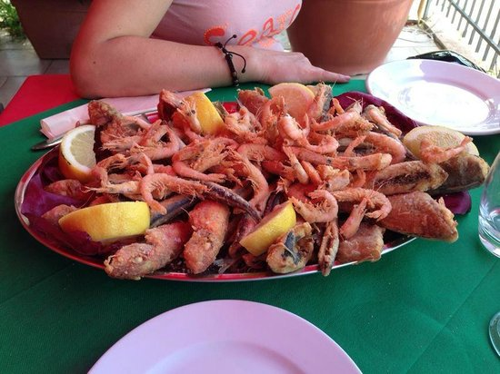 L'Isola delle Sirene: Frittura eccezionale ... come del resto del cibo mangiato.