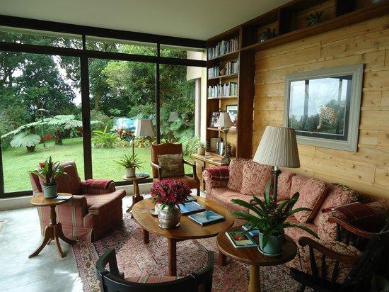 Poas Volcano Lodge: Reading room