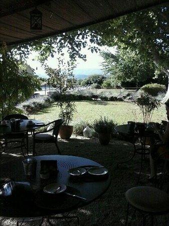 La Bastide de Voulonne : colazione in giardino