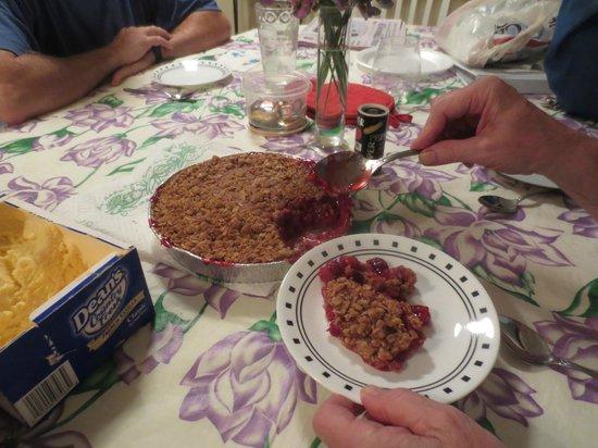 Crane's Pie Pantry : Scrumptious cherry crisp!