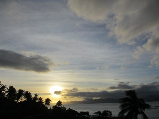 Savusavu Hot Springs Hotel: Sunset from the deck