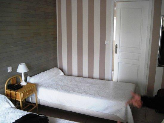 La Verperie: Bed and Bathroom