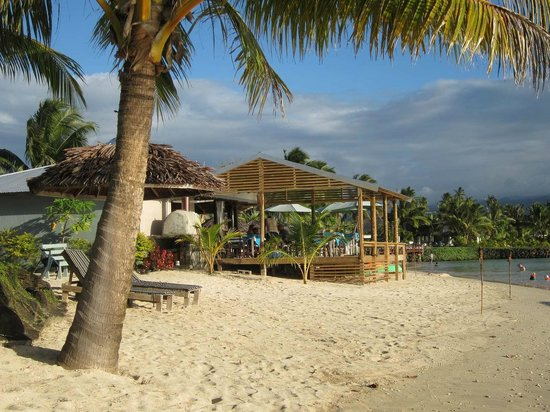 Savaii Lagoon Resort: The restaurant over the beach