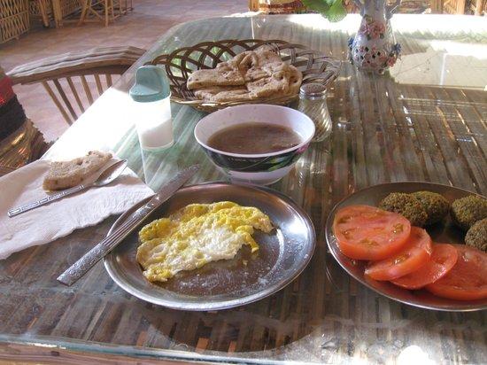 Happy Land Hotel: Breakfast  :-)