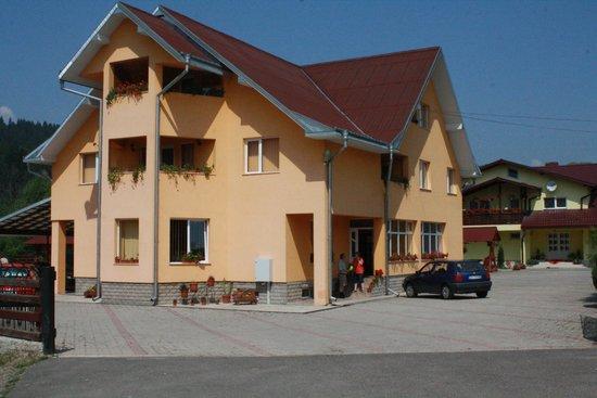 Pensiunea Mario: Main building of hotel