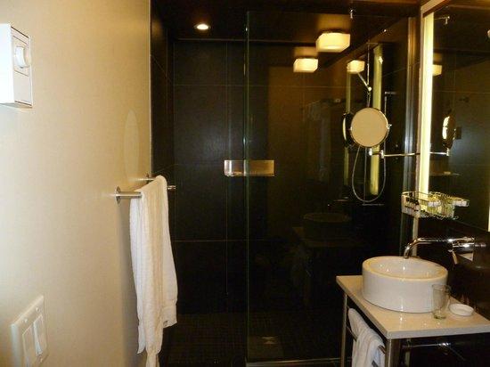 Hotel Sainte-Anne: Bathroom 201