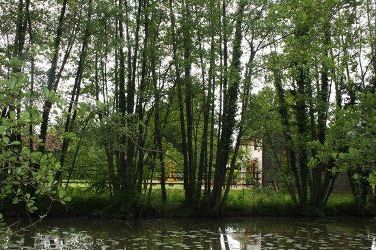 Mervans, France : Zicht op de zijkant van de gite gelegen aan de Florence