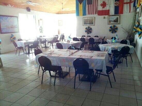 New Sunset Inn: Inside sitting area