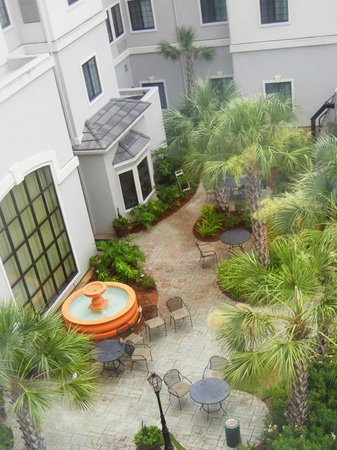 Staybridge Suites Lafayette-Airport: patio