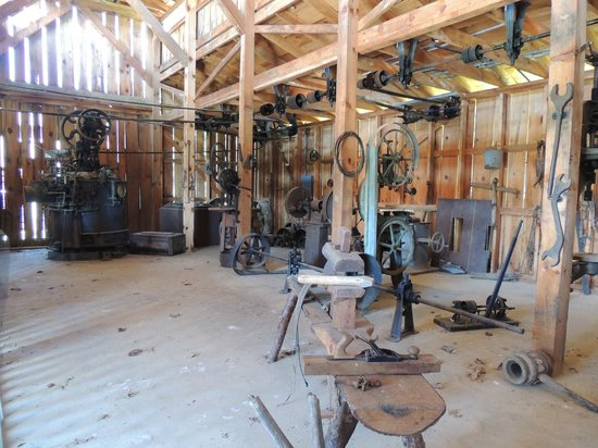 Great Smoky Mountain Heritage Center: blacksmith shop