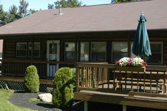 Country Cottages and Motel: 3 Bedroom Log Cabin