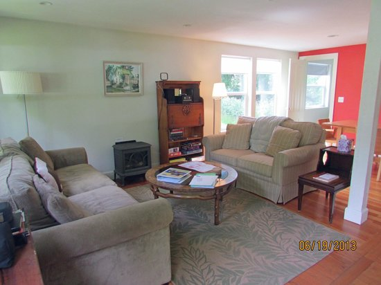 Chevy Chase Beach Cabins: family room