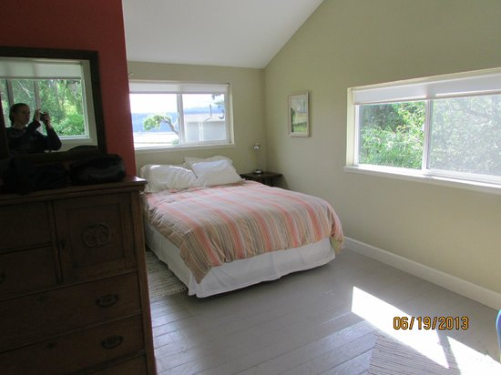 Chevy Chase Beach Cabins: 2nd bedroom (upstairs)