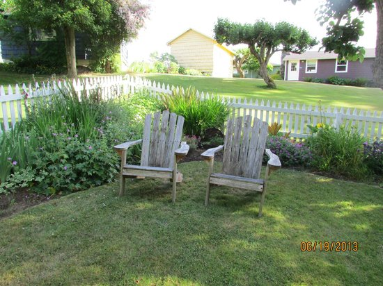 Chevy Chase Beach Cabins: in front of the cottage, a great place to read and enjoy a glass of wine